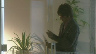 月の恋人木村拓哉ドアをこする.jpg