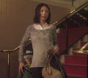 mother松雪泰子ホテルの階段にて.jpg